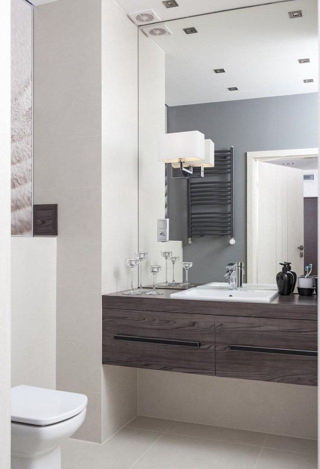 Optimiser une petite salle de bains 8 astuces indispensables for Hauteur standard miroir salle de bain