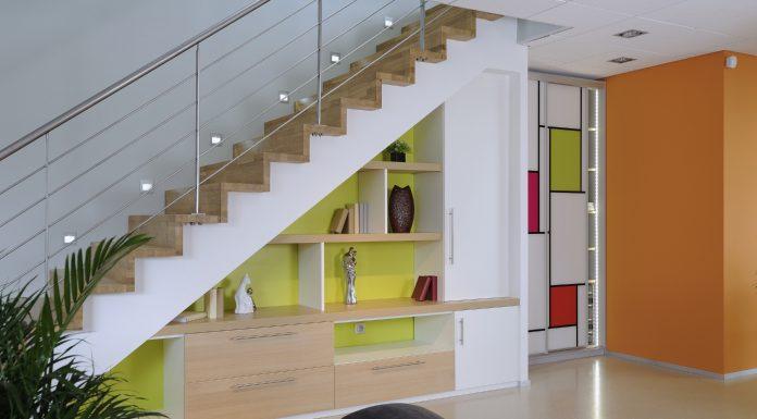 amenagement espace vide sous escalier