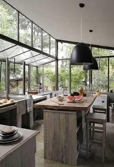 Une verri re dans la cuisine pour une d co r tro style atelier - Vitrage style atelier ...