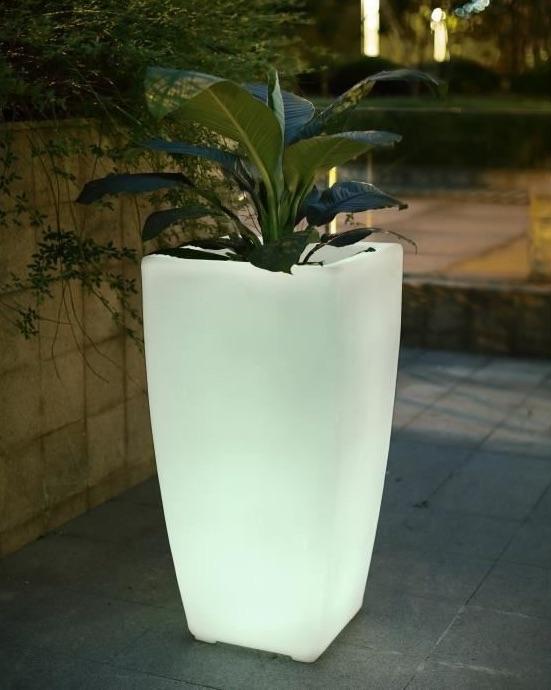 12 id es lumineuses pour clairer et d corer votre jardin - Pot lumineux jardin ...