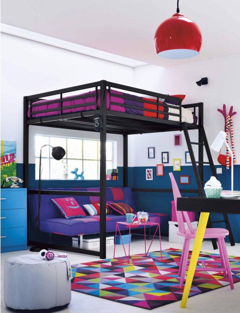 des cadres multicolores pour une chambre dado tendance